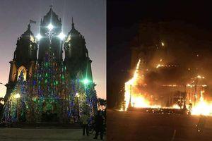 Nam Định: Hang đá Noel cao 20m bốc cháy trước thềm Giáng sinh