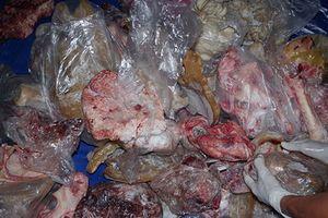 Phát hiện 6.5 tấn xương động vật mùi hôi thối đang đi tiêu thụ