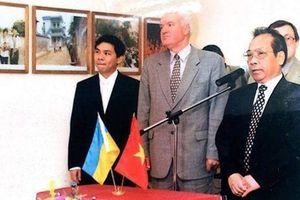 Hai tỷ phú USD người Việt đều khởi nghiệp từ mì gói: Trùng hợp thú vị!