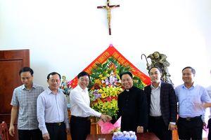 Phó Bí thư Tỉnh ủy Nguyễn Văn Thông chúc mừng Giáng sinh tại Giáo xứ Bảo Nham