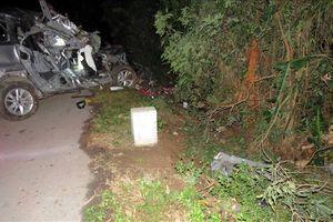 Xe ô tô va chạm xe máy, 2 người chết tại chỗ, 3 người bị thương nặng