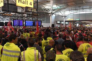 Quốc tế nổi bật: Áo màu gì thì cũng phải nghỉ Giáng sinh; Italya không mở cửa nhận người di cư