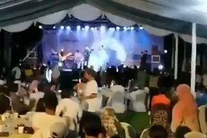 Rùng mình khoảnh khắc ban nhạc bị sóng thần cuốn trôi tại Indonesia