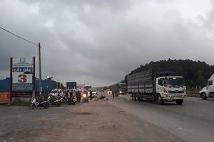 Người đàn ông tử vong do va chạm với xe tải trên quốc lộ