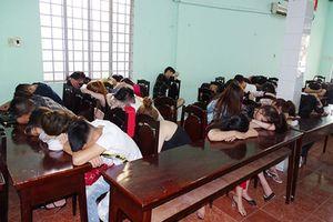 Cảnh sát Biên Hòa vây căn nhà bắt 48 nam nữ đang phê ma túy