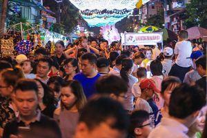 Người dân TP HCM, Hà Nội nô nức đón Giáng sinh