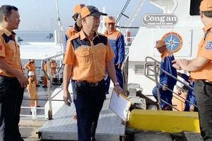 Cứu nạn 8 thuyền viên và tàu cá bị nạn trên vùng biển TT-Huế