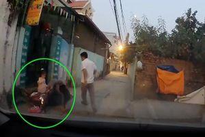 Cho con trẻ ngồi xe máy phải hết sức chú ý điều này kẻo tai nạn bất ngờ