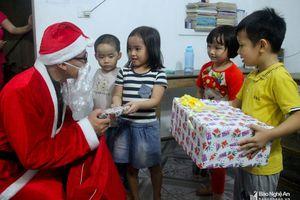 TP.Vinh: 'Sốt' dịch vụ ông già Noel mùa Giáng sinh