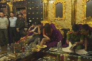 Đình chỉ công tác PGĐ Agribank 'tham gia tiệc' ma túy với cô giáo trong quán karaoke