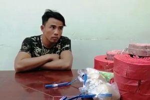 Quảng Bình: Bắt giữ vụ vận chuyển 63kg pháo trái phép