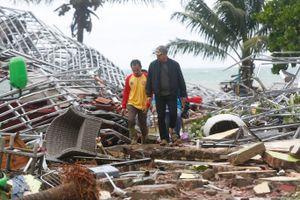 Nhân chứng sống sót kể lại phút kinh hoàng sóng thần tới ở Indonesia