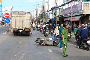 Mẹ trọng thương, con trai 13 tuổi tử vong sau va chạm xe tải