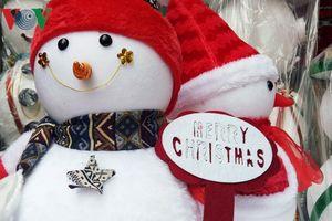 Thị trường Giáng sinh: Rộ chợ đồ trang trí, giá nào cũng có