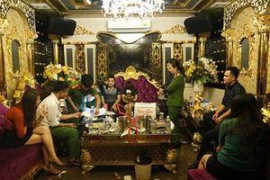 Đình chỉ 2 giáo viên trong 'tiệc ma túy' ở huyện Hương Khê
