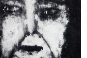 Ghê rợn những khuôn mặt thoắt ẩn hiện trên sàn nhà chưa có lời giải