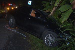 Va chạm trong đêm Giáng sinh, 1 người bị hất nằm trên nóc xe Camry
