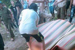 Thương tâm 3 người chết đuối vì thuyền chìm dưới hồ