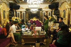 Vụ tổ chức 'tiệc' ma túy ở quán karaoke: Nữ giáo viên đưa 10 viên ma túy vào phòng