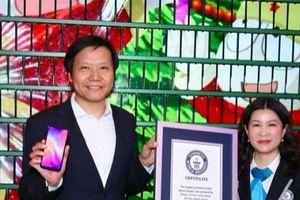 Xiaomi dùng 1.005 chiếc Mi Play tạo thành màn hình cây Giáng sinh độc đáo