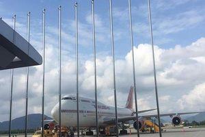 Tài xế tông thẳng nhân viên an ninh sân bay sau vi phạm chèo kéo khách
