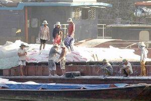 Bộ Công an phá đường dây buôn hàng lậu trên sông, tạm giữ 4 người