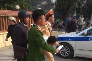 Hà Nội: CSGT giải cứu thành công cô giáo bị tên cướp dùng dao khống chế