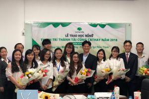 34 sinh viên nhận học bổng toàn phần từ Cathay Life Việt Nam