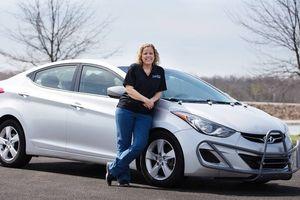 Nữ tài xế Hyundai Elantra 'triệu dặm' được tặng xe mới