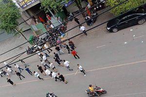 Gần 50 thanh niên đuổi chém nhau giữa đường ở quận Bình Thạnh