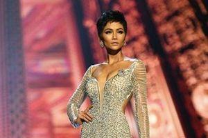 Những bộ cánh thời trang của người đẹp Việt ghi dấu ấn trên đấu trường quốc tế