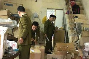 Hà Nội: Đột kích cơ sở kinh doanh mỹ phẩm không rõ nguồn gốc