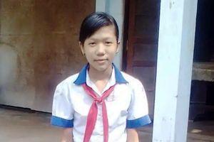 Hành động đẹp của cô học sinh nghèo vùng biển