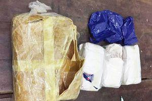 Vận chuyển trái phép 5.600 viên ma túy, một đối tượng chạy thoát