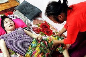 Cô gái vàng Karatedo: 'Em từng bảo mẹ mua thuốc ngủ để hai mẹ con cùng chết'