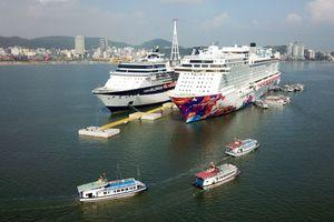 Cảng tàu khách Quốc tế Hạ Long lần đầu đón 2 tàu biển