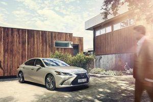 Lexus ES 250 mới chính thức ra mắt, giá 2,5 tỷ đồng