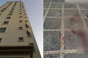 Mảng bê tông rơi từ tầng 18 khiến bé trai 3 tuổi tử vong ở sân chung cư