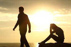 Tim như bị bóp nghẹt khi phát hiện chồng ngoại tình với người đồng giới