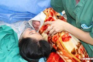 Truyền ối cứu sản phụ và thai nhi đang trong tình trạng cạn ối