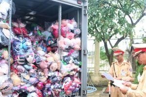 Đà Nẵng: Bắt giữ xe chở 10.000 đồ lót, nghi nhập lậu từ Trung Quốc
