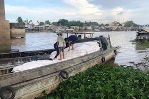 Triệt phá đường dây buôn lậu qua đường sông, thu giữ gần 100 tấn hàng