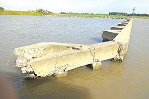 Cụm kè ngã ba sông thành 'bẫy' tàu thuyền