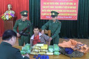 Bắt 1 thanh niên Lào cùng 5 vạn viên ma túy tổng hợp