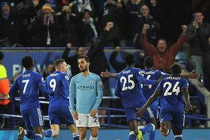 Thua sốc Leicester City, Man. City hụt hơi trước Liverpool