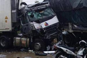Ô tô đối đầu trên Quốc lộ 1, nhiều người thương vong