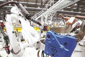 Robot 'đổ bộ' vào nhà máy Việt Nam