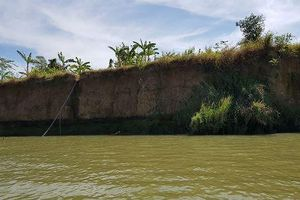 Bờ sông Đồng Nai tan nát vì 'cát tặc'