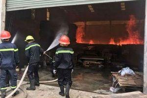 Hỏa hoạn sau tiếng nổ lớn thiêu rụi 1.000m2 nhà xưởng