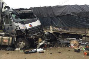 Tông xe liên hoàn trên QL1, 2 người chết, kẹt xe hơn 10km